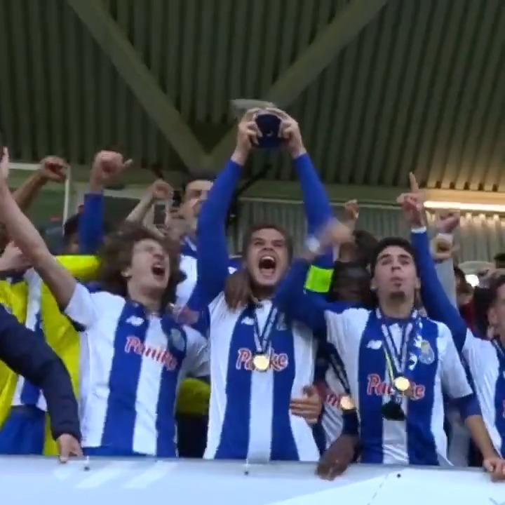 ⏪ 2 years ago today  @FCPorto lifted the #UYL trophy after victory against @ChelseaFC 🏆 https://t.co/Vlfj1pMevz