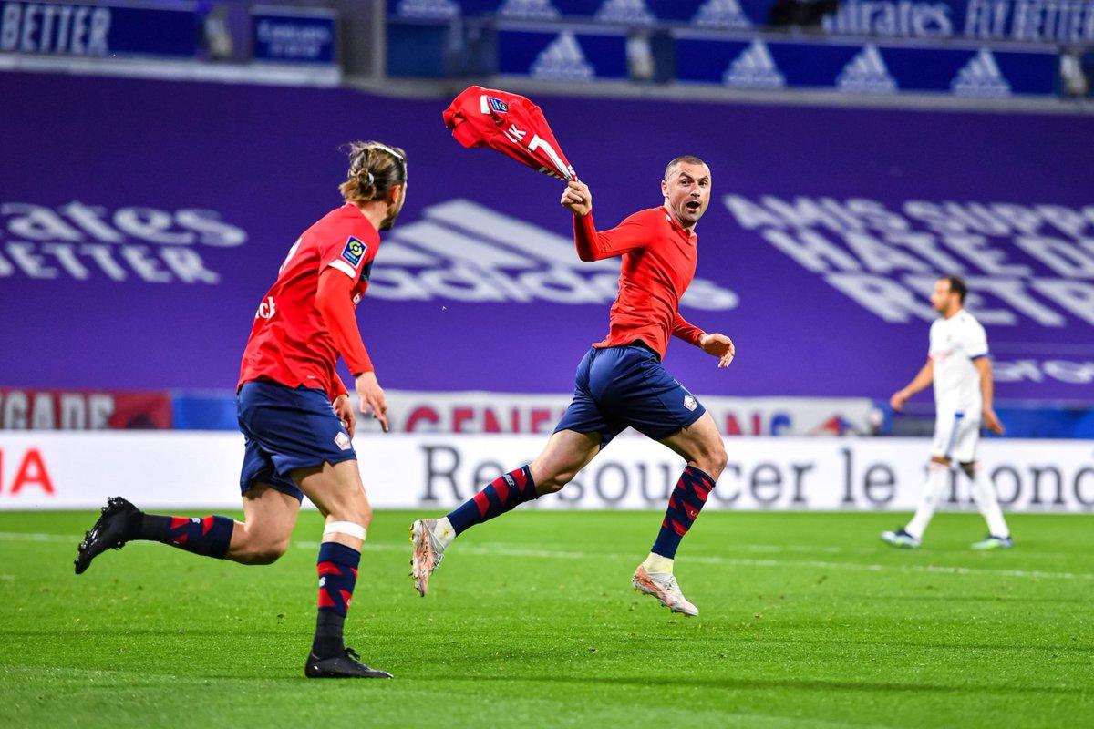 El Lille remonta dos goles para imponerse al Lyon (2-3) y mantiene el liderato ante la presión de PSG y de Mónaco