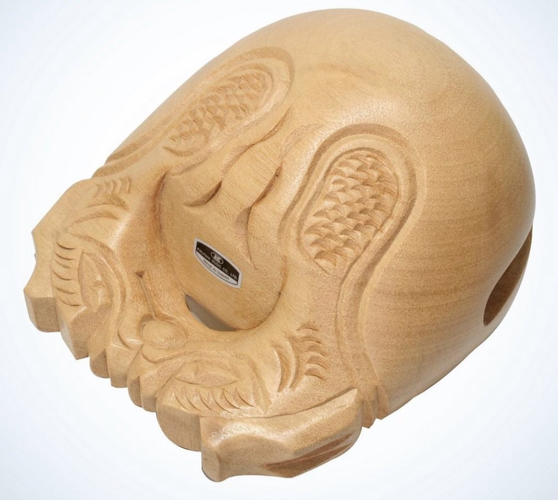 ただのシールだった。USBを挿せる新手の木魚かと思いワクワクしてたのに。