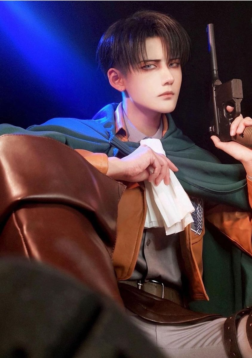 Levi Ackerman irl https://t.co/1bt6PflDes