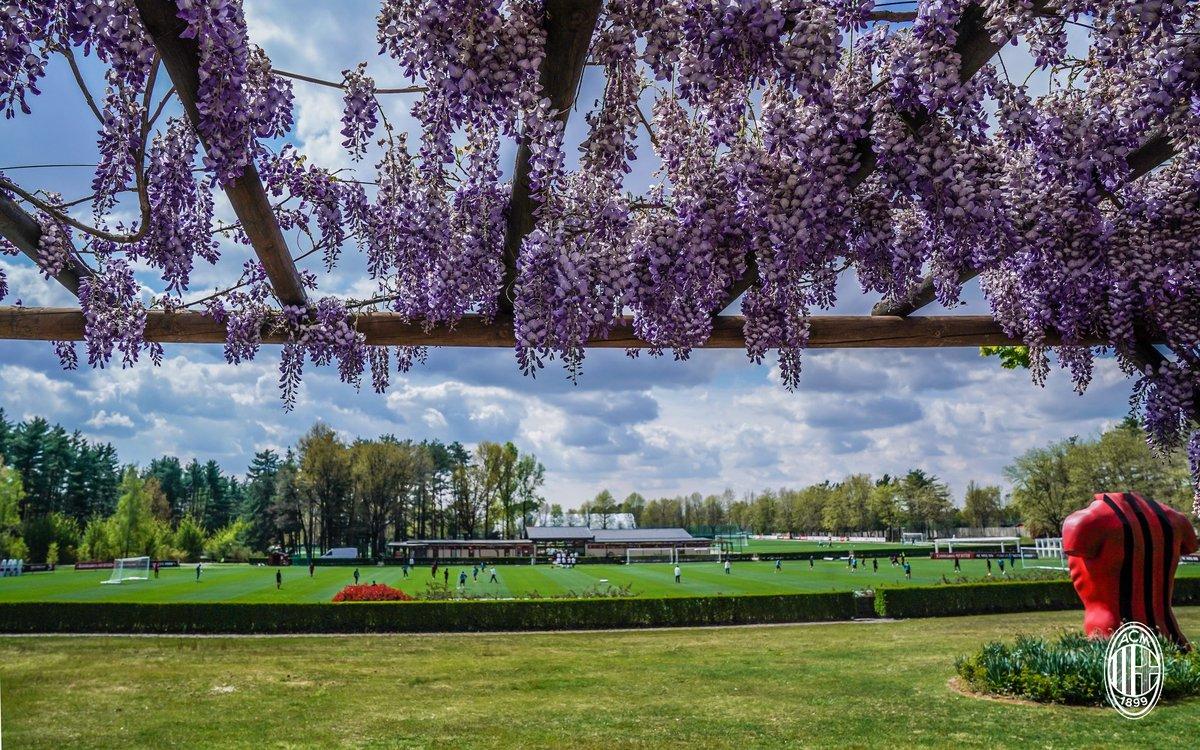 🌸  𝓜𝓲𝓵𝓪𝓷𝓮𝓵𝓵𝓸 🌸  Spring is in the air 🤩   Aria di primavera 🤩  #SempreMilan https://t.co/8HR9ElsUy2