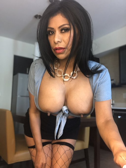 2 pic. You ARE following my official #Instagram...  right? 🧐Don't miss out on even more #GabbyQuinteros