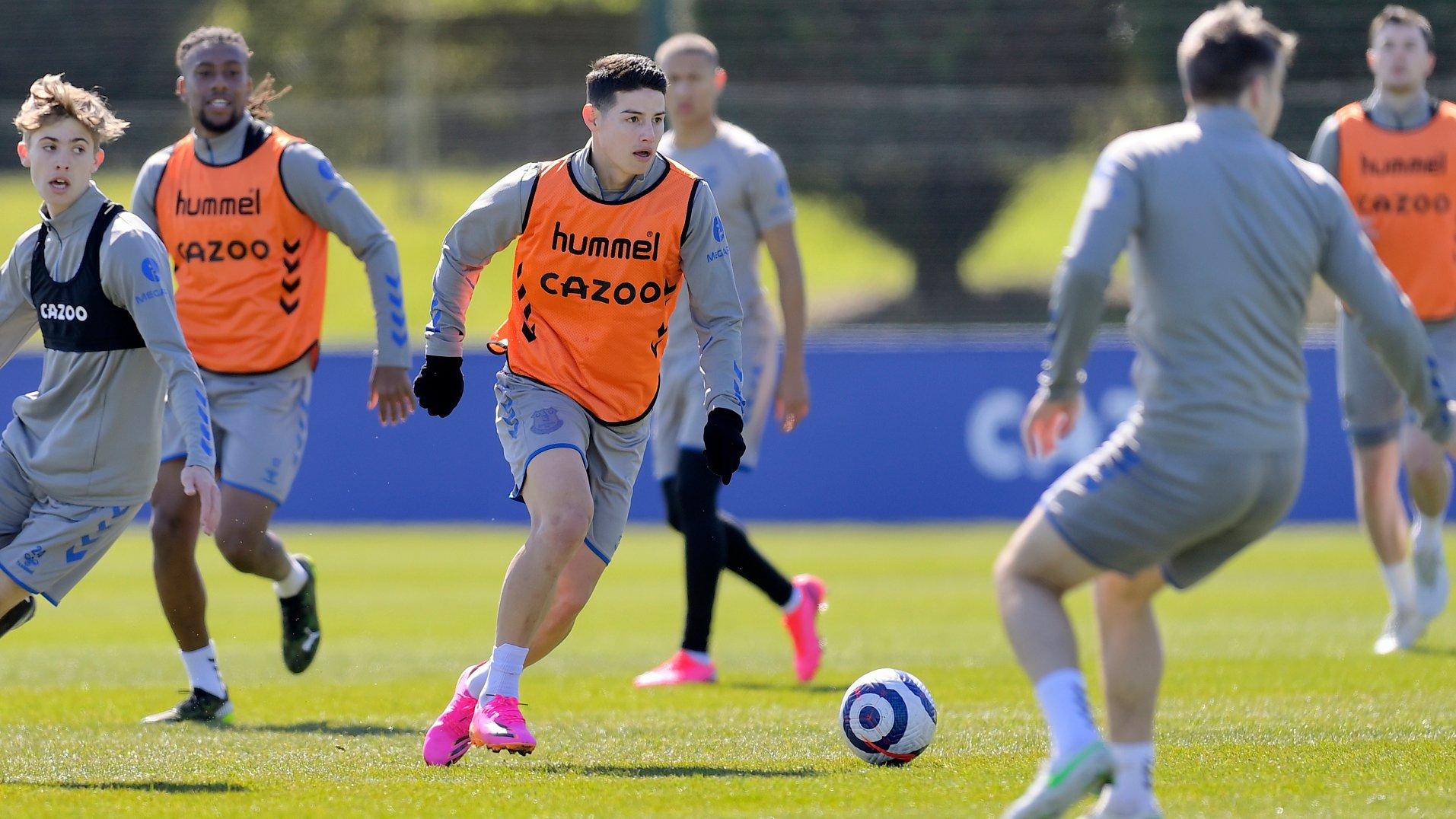 Pemain Everton James Rodriguez latihan bersama timnya