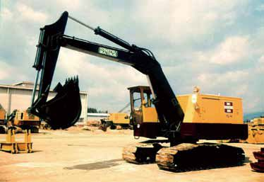 Throwing back to May 1968, when we began production of hydraulic excavators! #TBT #ThrowbackThursday https://t.co/IGcqH4ffsA