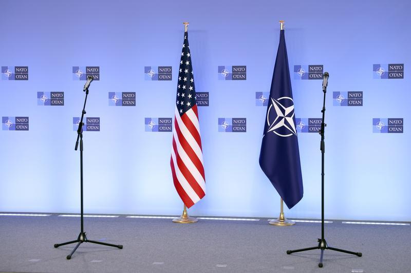 "NATO backs U.S. sanctions on Russia, decries Moscow's ""destabilising behaviour"" https://t.co/0XDGE6QjB1 https://t.co/43zIPdTfSZ"