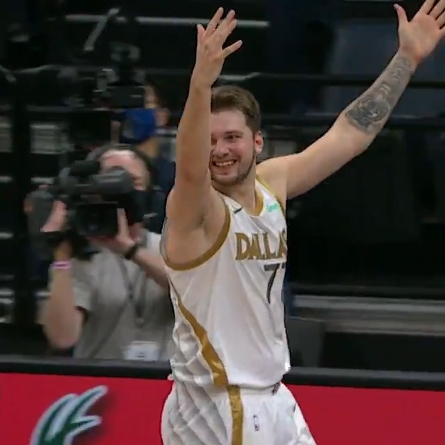 🔊 Luka Doncic calls game with the 3-point floater, as heard on ESPN Brazil! #TissotBuzzerBeater 🌎 https://t.co/KXuH7wcwgp