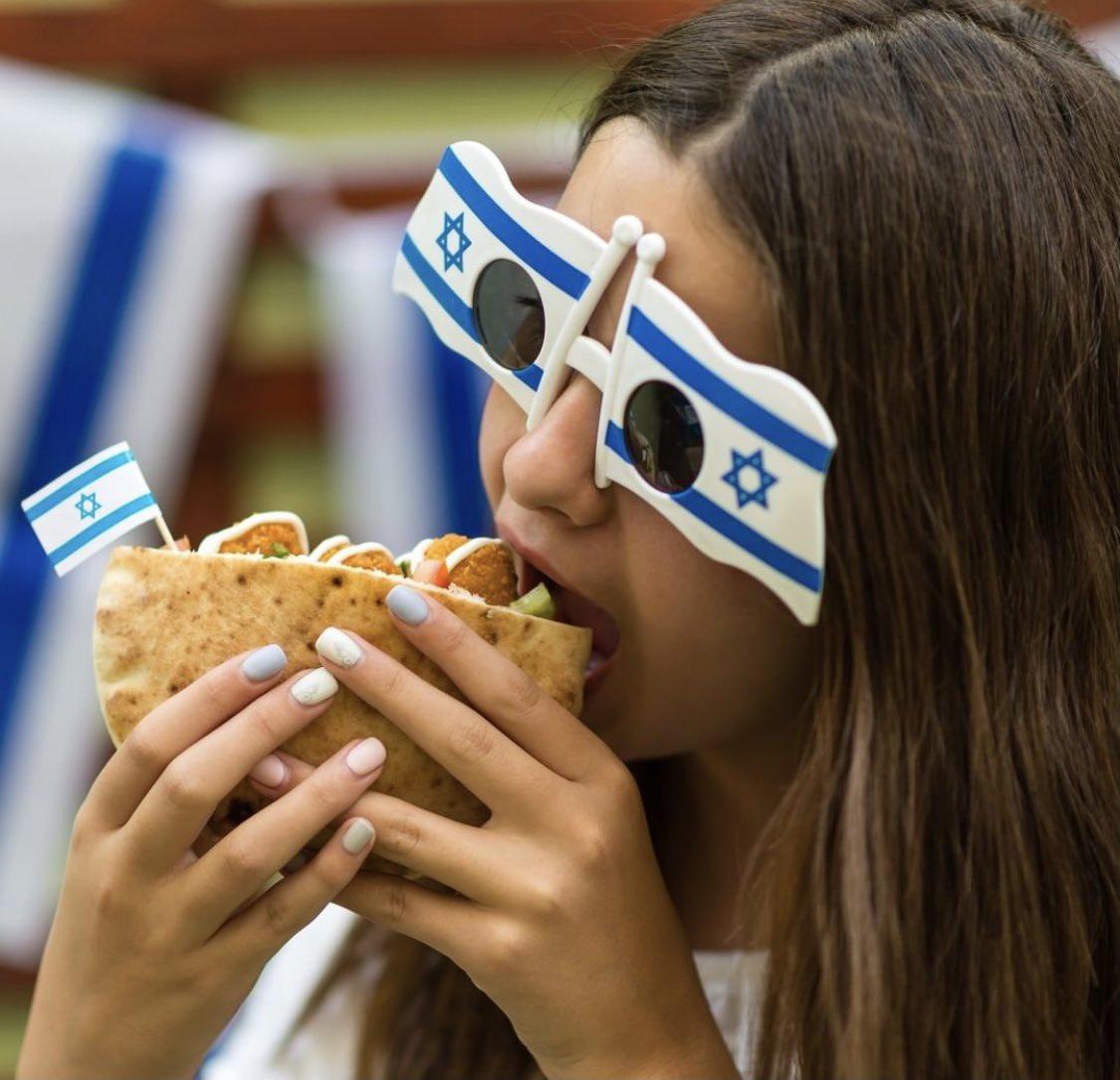 الفلافل من اكثر المأكولات الشعبية في اسرائيل – بمناسبة عيد الاستقلال ال ٧٣، شاركونا ماذا يميز الشعب…