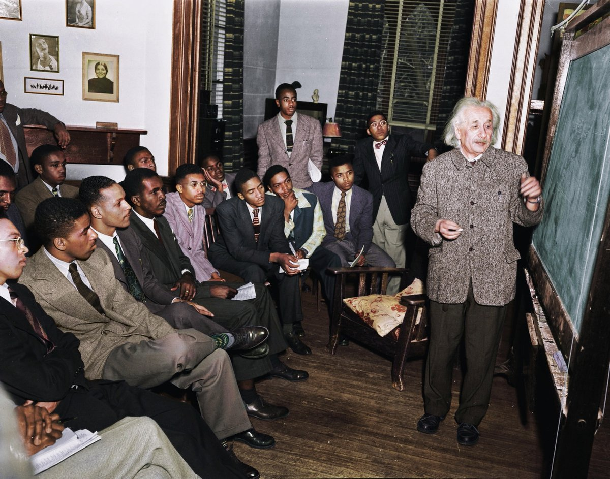RT @mathladyhazel: Albert Einstein teaching at Lincoln, the United State's first Historical Black University, 1946. https://t.co/OXdYBKABFl