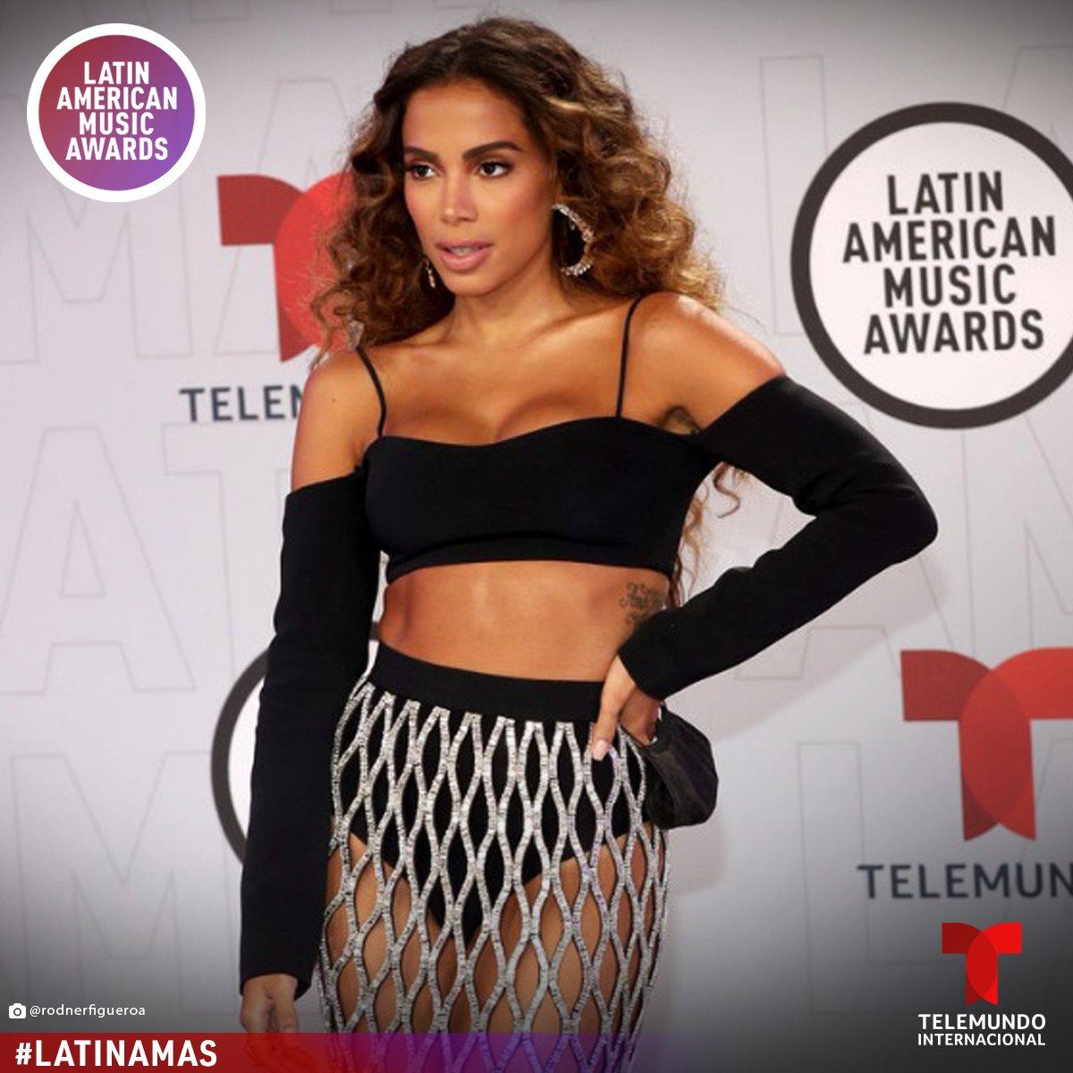 ¡@anitta subió la temperatura en la Alfombra Roja de los #LatinAMAS 2021 con su look! 🔥🔥🔥 Sigue cada segundo de esta Alfombra Roja, porque la fiesta apenas empieza, y no te pierdas su presentación. 💃🎤🎼  📸: Getty Images