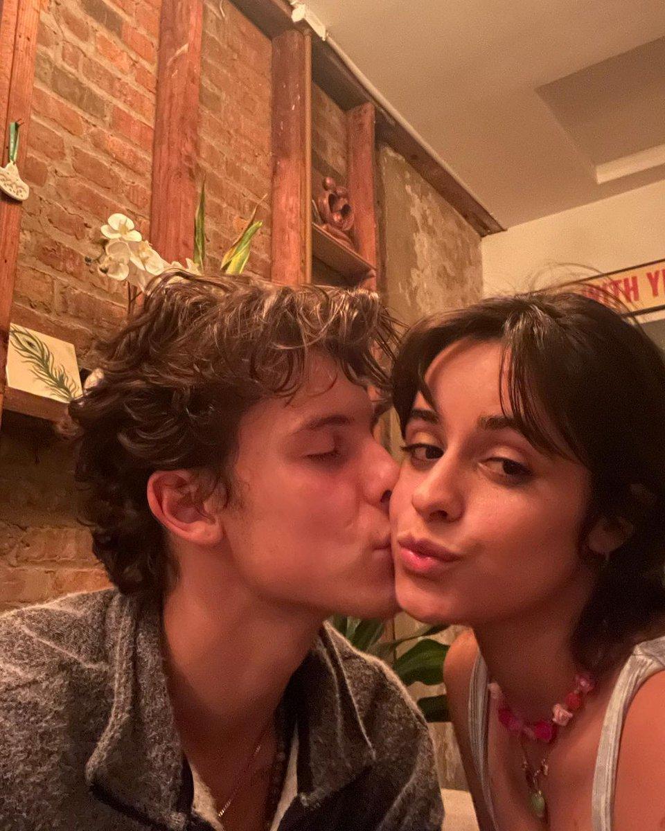 كاميلا كابيو مع حبيبها شون مينديز عبر انستجرام: