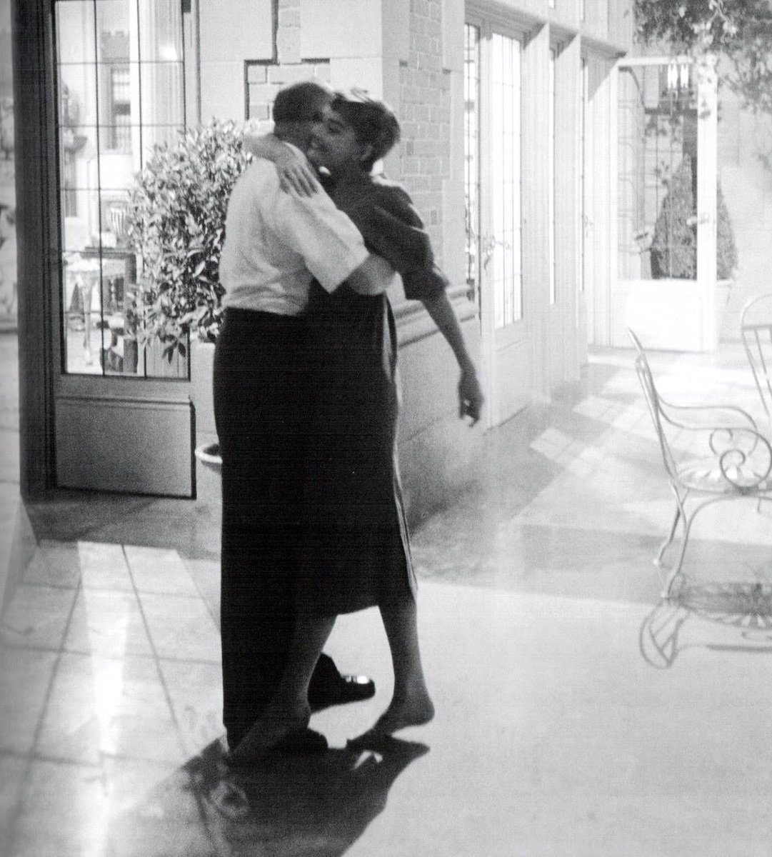 RT @aflashbak: Audrey Hepburn dancing with director Billy Wilder on the set of Sabrina, 1953 - Mark Shaw https://t.co/Fe4axO3MhY