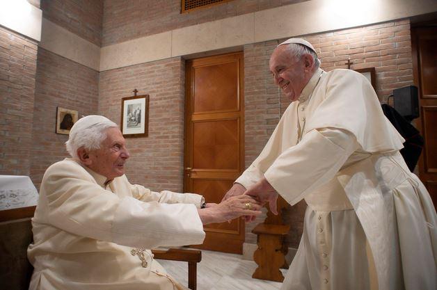 Happy 94th Birthday to retired Pope Benedict XVI! 🎂 (Vatican Media photo from November 2020) https://t.co/961BC7cnwQ