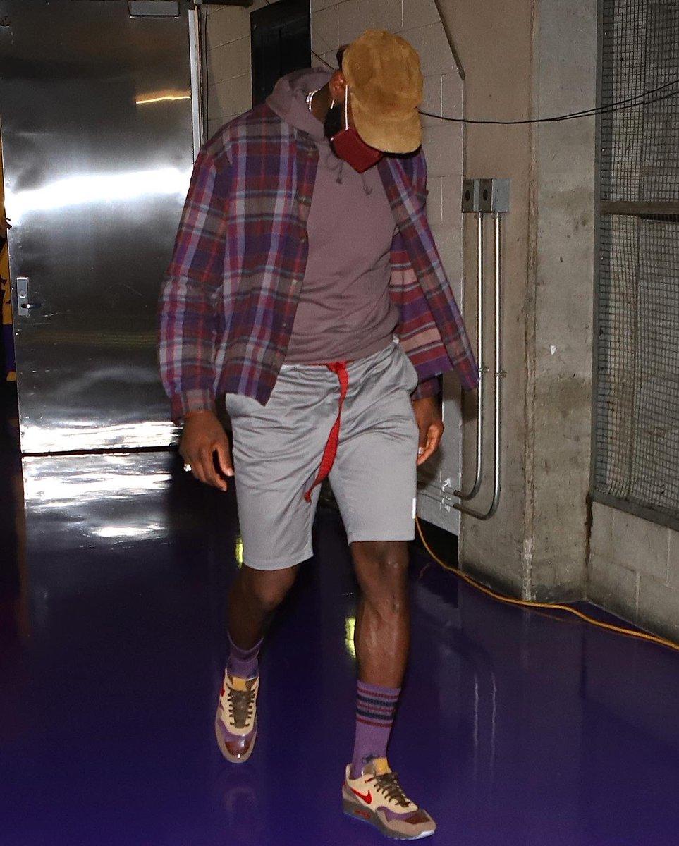 "LeBron James in the CLOT x Nike Air Max 1 ""K.O.D. Cha"" at home! #NBAKicks #LakeShow https://t.co/cxNJd38SxL"