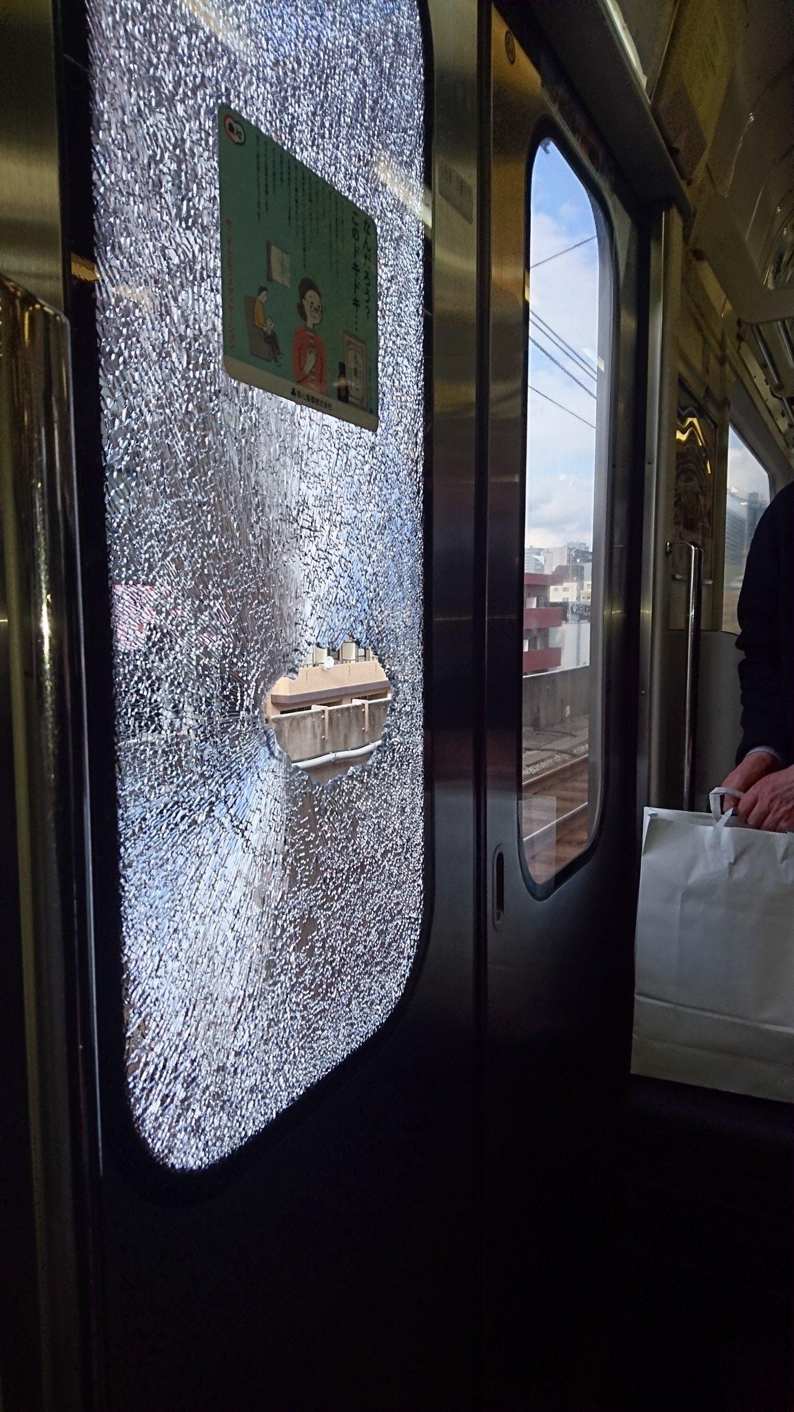 高円寺駅の窓ガラス破損の現場の画像