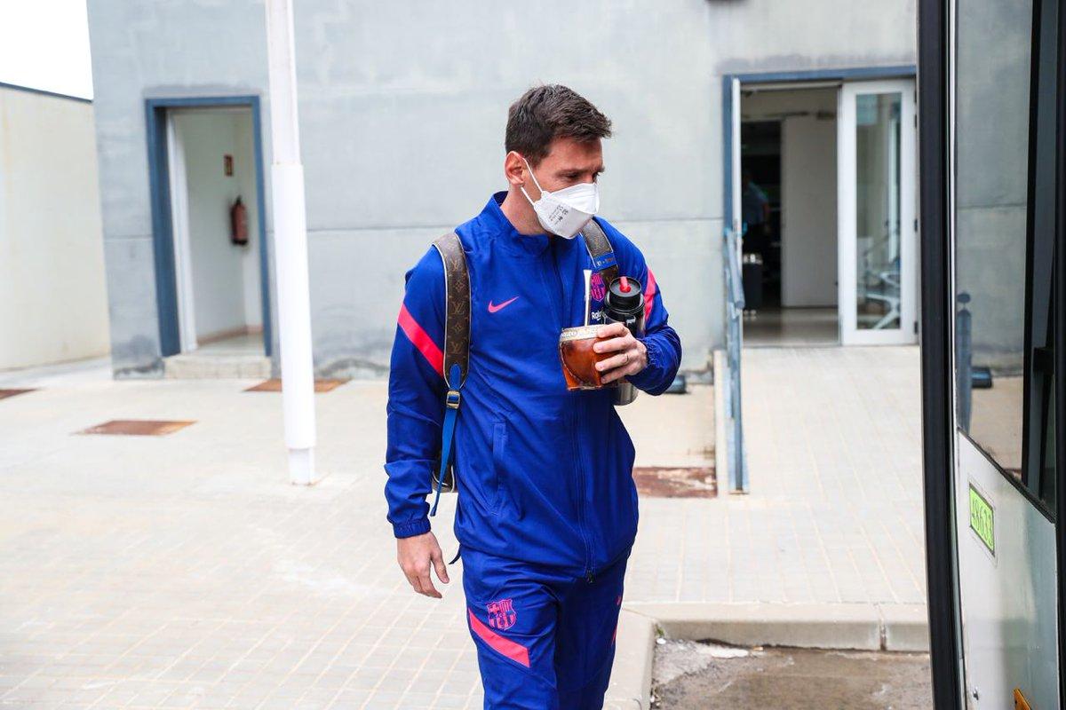Preferred on-the-go beverage: 𝙈𝙖𝙩𝙚 🧉  Leo #Messi 🧉 @AntoGriezmann  🧉 @RonaldAraujo939 https://t.co/WWgQwCJ9xB