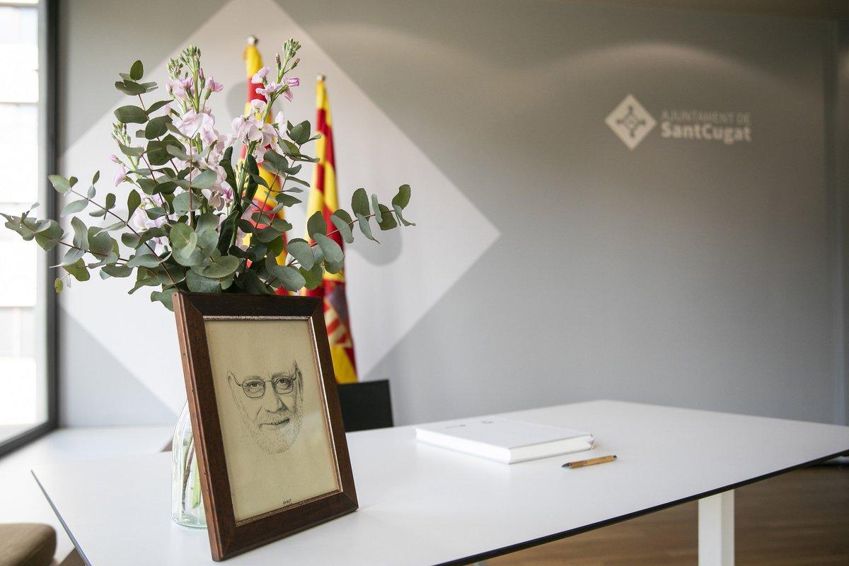 📖El llibre de condol i en memòria de l'activista santcugatenc Arcadi Oliveres, impulsat de la mà de la @unipaustc, seguirà disponible per signar una setmana més al vestíbul de l'Ajuntament  👉Tothom qui vulgui pot escriure-hi el seu homenatge