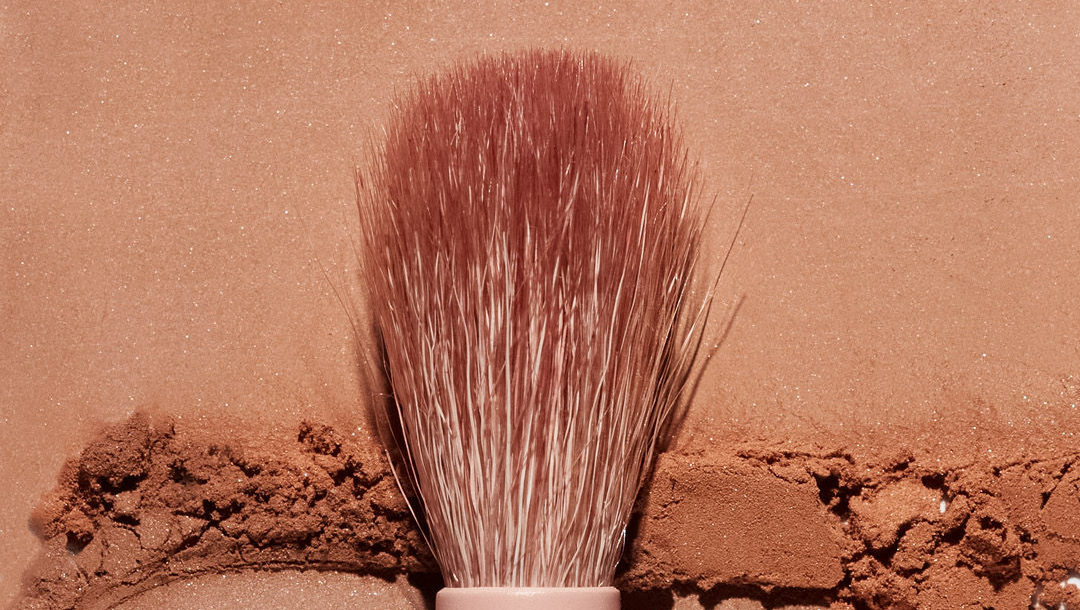 Our new Dual-Ended Eye Contour Brush is the perfect tool for blending and defining the eye for a natural look. Shop at https://t.co/32qaKbs5YG. https://t.co/1sSg4oatpA
