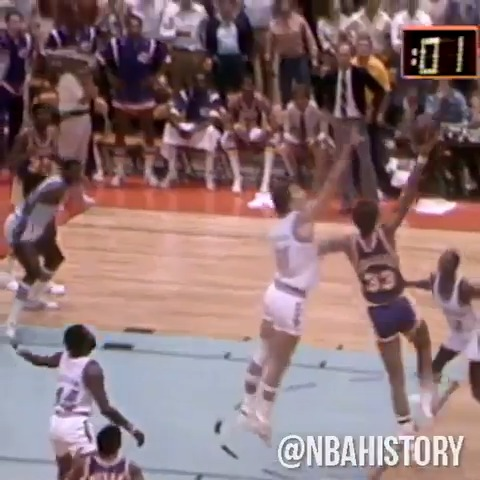One of the most unstoppable moves in NBA history... on Kareem Abdul-Jabbar's 74th birthday, watch some of the most memorable skyhook's from his career. #NBABDAY #NBAVault https://t.co/7KJSM1LikX