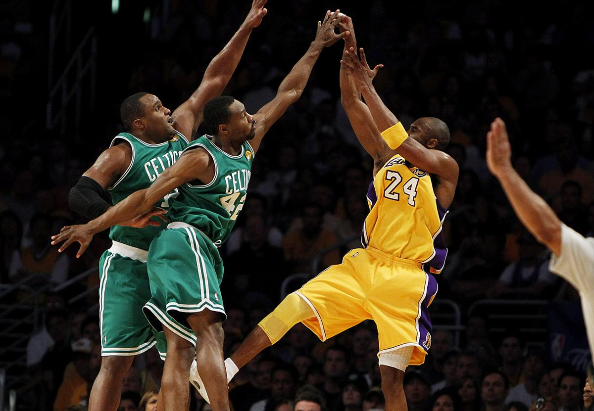 In 2010 you could see the impact of this run on his body, but Kobe was still Kobe. He would average 27.6 IA Pts/75 on +0.20 rTS and the Lakers had back to back aspirations. They would win 57 games and be the first seed. https://t.co/2RkwUs5Fhs