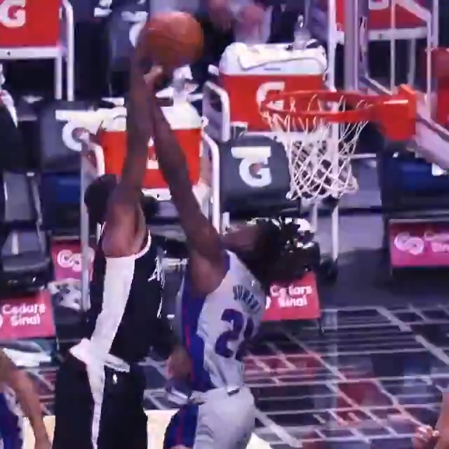 💥 PG's TOP CAREER DUNKS! 💥  4 straight games with 30+ PTS, Paul George and the @LAClippers visit PHI tonight at 7pm/et on ESPN. https://t.co/x0rcKhR1DS