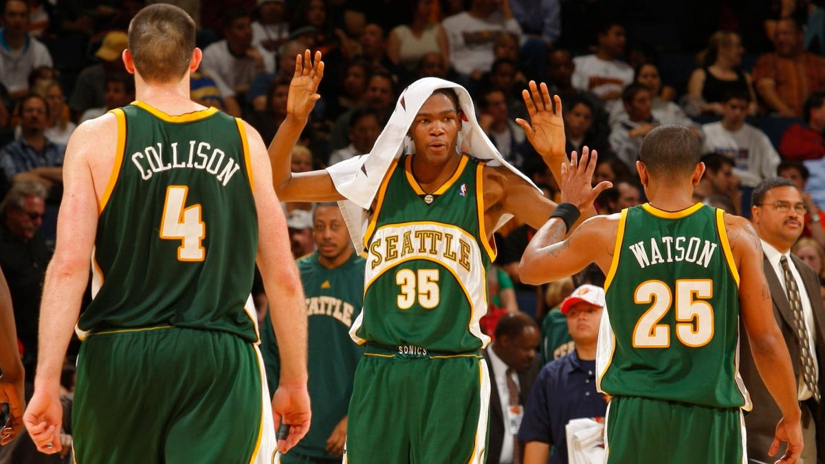 13 years ago today, the Sonics knocked off the Warriors in Oakland, ending the season on a 2-game winning streak. @KDTrey5 had a DAY, dropping 42 points to go with 13 rebounds and 6 assists.   We'll look to extend our winning streak to 3 games soon. #SonicsForever https://t.co/3DsHgKYeB0