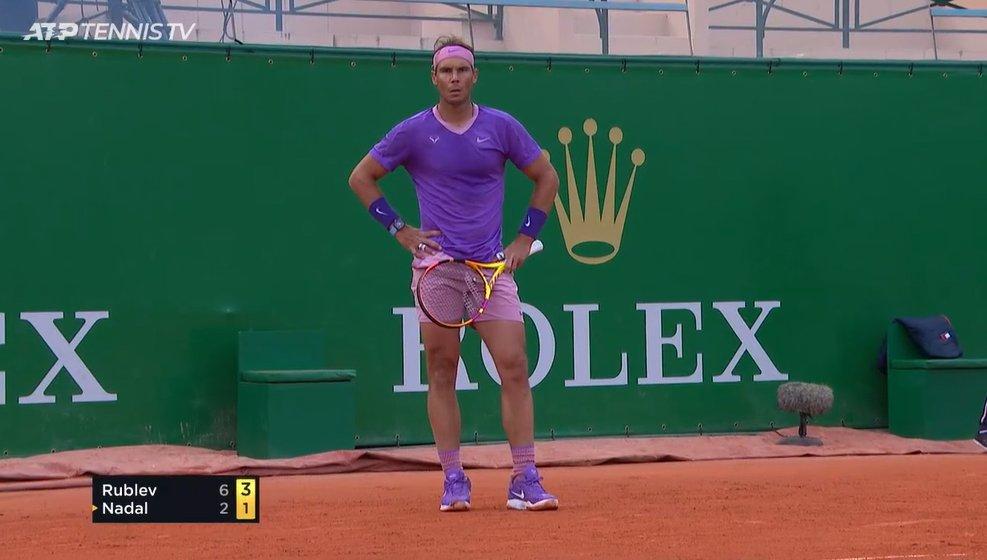Rafael Nadal usa shortinho rosa justo em partida e a gente agradece. (Foto: Reprodução / Twitter)