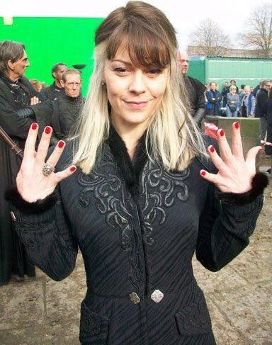 Replying to @HPotterUniverse: Helen McCrory behind the scenes of Harry Potter.  #RIPHelenMcCrory