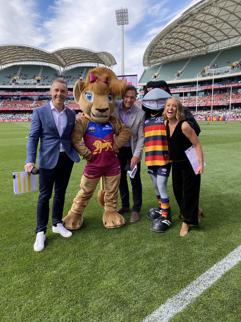 Here we go.  ABSOLUTELY AMPED #AFLWGF   @7AFL @Channel7 @7Sport   @Adelaide_FC V @brisbanelions  @afl @aflwomens @NigelCarmody @Mark_Soda @abbeycholmes @JasonBennettTV https://t.co/835sTdzUnc.