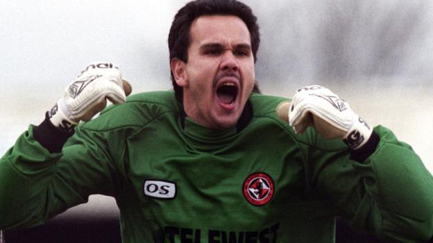 RT @74frankfurt: Goalkeeper Of The Day: Sieb Dijkstra of Dundee United. 86 league apps, 1996–1999. Signed from QPR. https://t.co/IrZ3fIgP9W