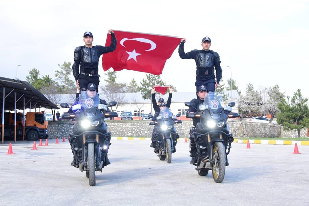 RT @TurkPolisiTC: Kurs tamamlandı. Kastamonu Yunus Timlerine taze kan.   Hayırlı olsun. https://t.co/GON7WtWikX