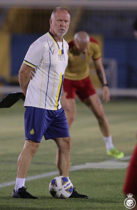 الرياضية مانو مينيزيس المدير الفني لـ قرر