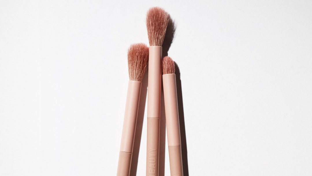 Ideal for precise application and blending, our new Dual-Ended Eye Contour Brush is an everyday essential. Shop at https://t.co/32qaKbs5YG https://t.co/c6eRQY7ME1