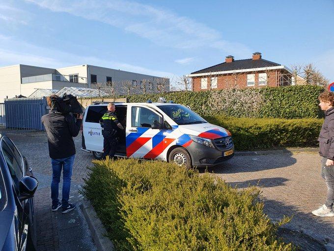 Honselersdijk Incident aan de Veilingweg. Man onder bloed waarschijnlijk vechtpartij geweest. https://t.co/NqBb0AkuG5