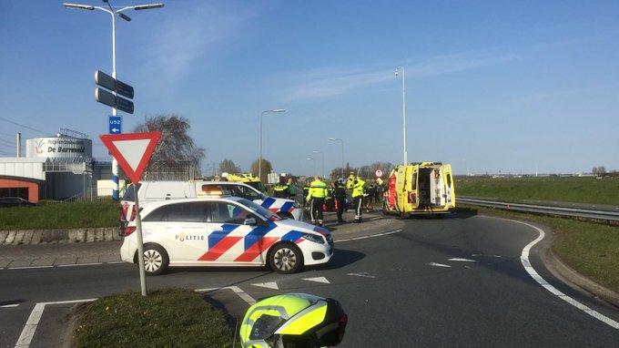 Honselersdijk  #N222   Westlandroute zal nog lange tijd afgesloten blijven na ongeluk. Later meer info. https://t.co/BCQalzFRes