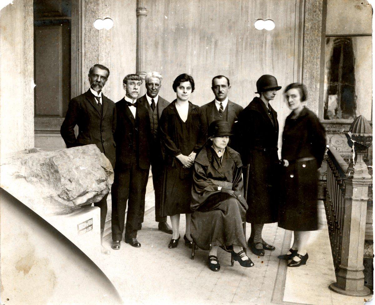 RT @marinamaral2: Visita ao Museu Nacional, no Rio, em 1926. https://t.co/C1WH3rF2Cx