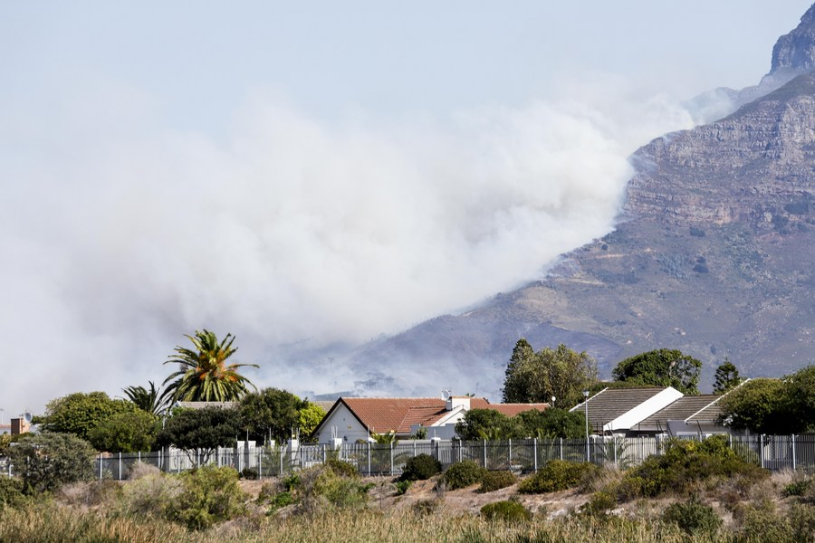 South Africa's popular tourism spot Table Mountain is on fire, which leads to the evacuation of visitors and university students nearby