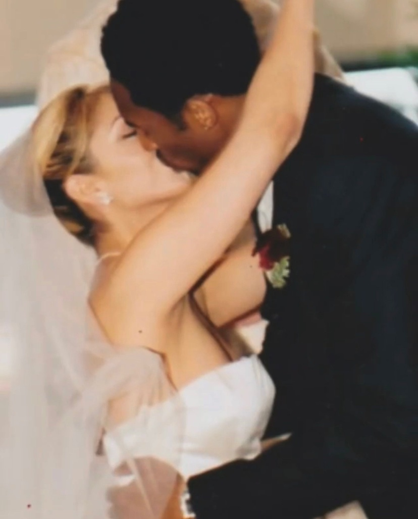 20 years of marriage today. ♥️ Sending love to Vanessa and the Bryant family.🕊️ https://t.co/77cRGuQNFW