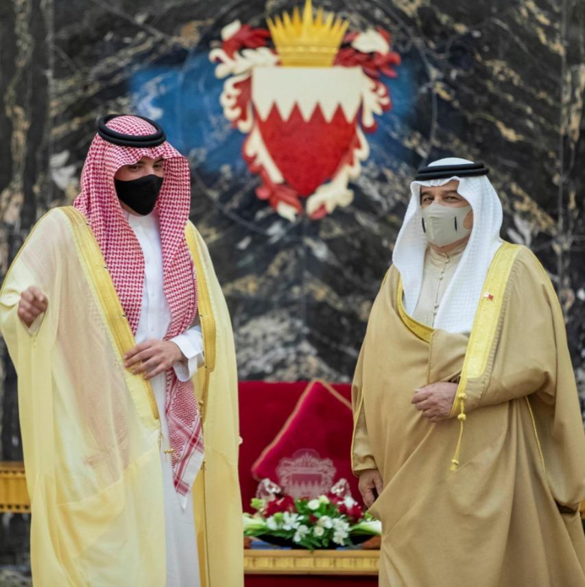ملك البحرين يستقبل وزير الداخلية الأمير عبدالعزيز بن سعود في قصر الصخير