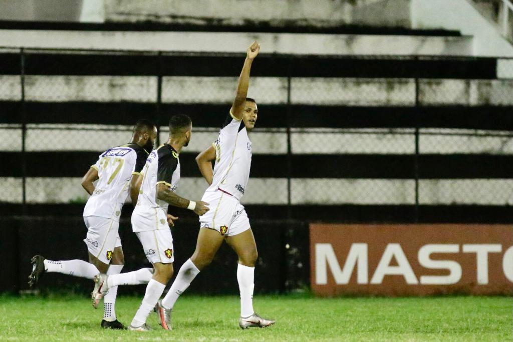 Sport ganha opções contra o Retrô na estreia do novo treinador