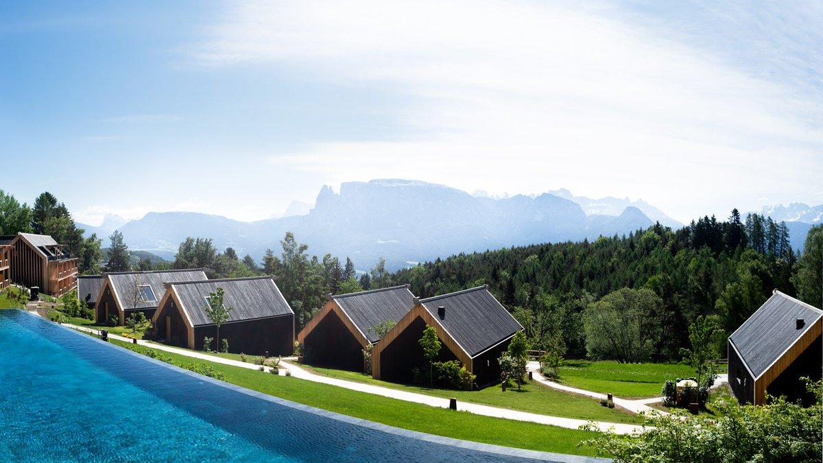 Infinity Pool con vista Dolomiti, cosa volere di p...