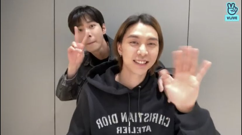 RT @JSUHFEED: doyoung end taeyong came!! https://t.co/vCV3R0Y8mY