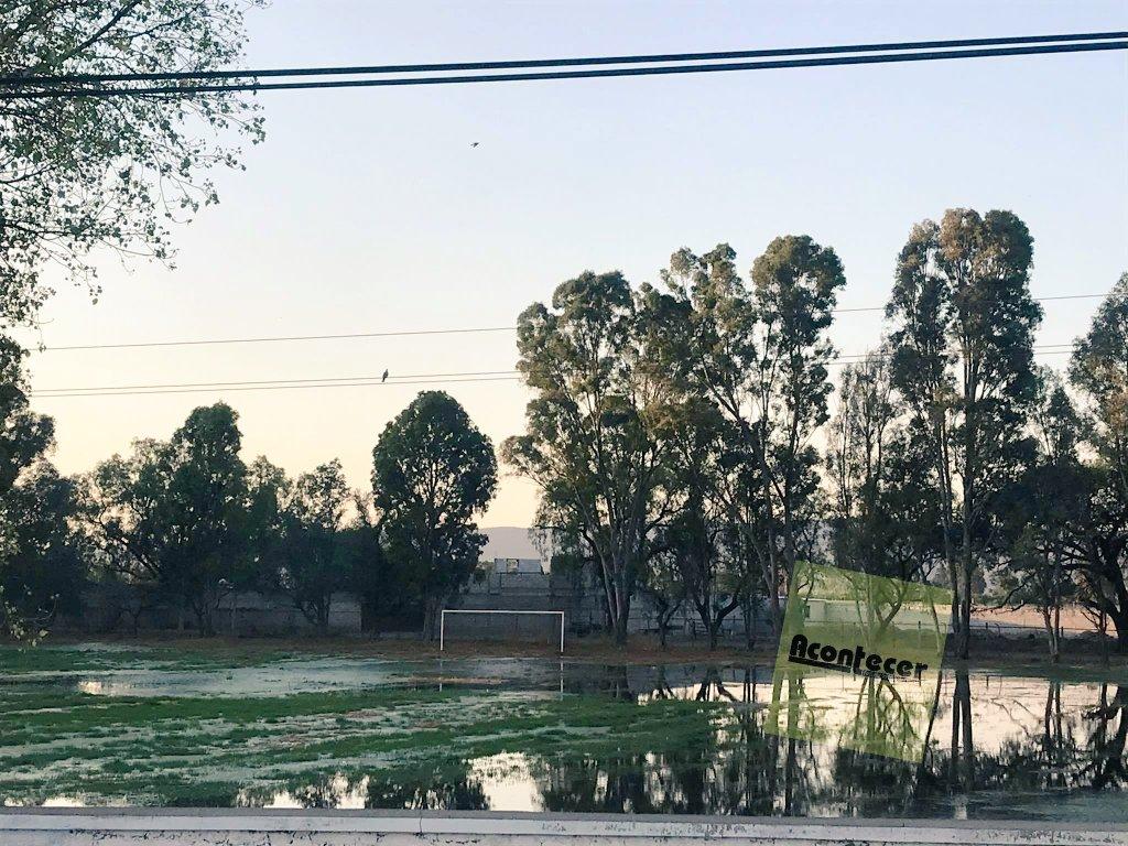 #DenunciaCiudadana 📮 Un campo de la unidad deportiva en #CadereytadeMontes está inundado de aguas negras. https://t.co/5jhCDVx40E