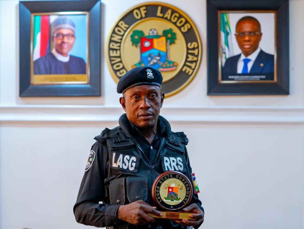 Sanwo-Olu Commends Policeman Assaulted By Motorist Driving AgainstTraffic thegazellenews.com/2021/04/sanwo-…