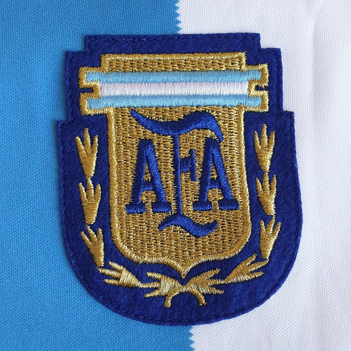 10. Argentina 🇦🇷 Maradona 10  (camiseta muy especial del mejor de todos los tiempos, el Diego) https://t.co/XUWLZ6h6MH