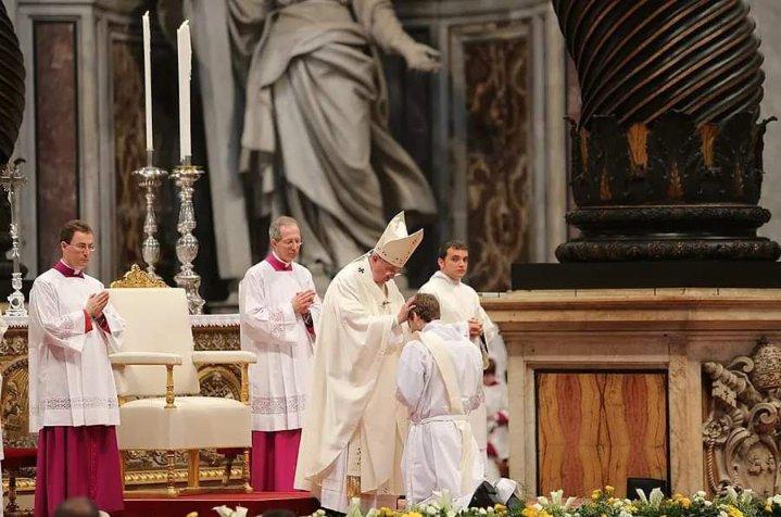 Francisco ordenando