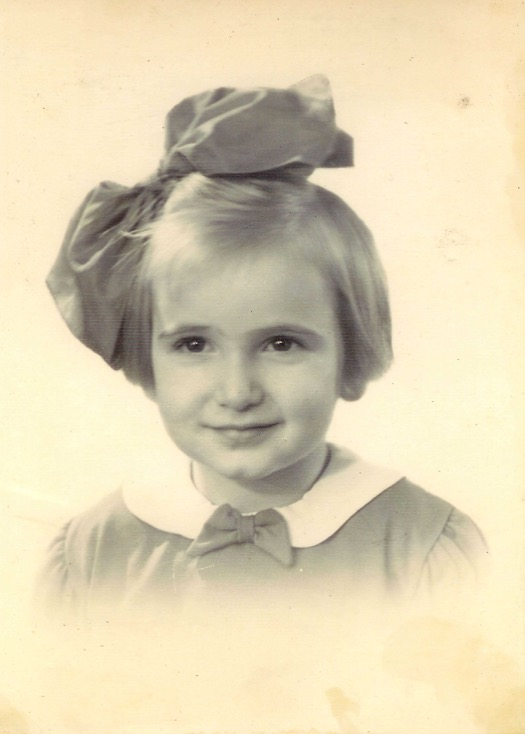 21 April 1934 | A Dutch Jewish girl, Edith Roseij Beek, was born in Oss.  She was deported to #Auschwitz in November 1943 and murdered in a gas chamber. https://t.co/lH8K3nyjmg