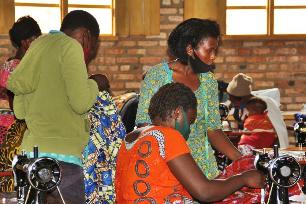 RT https://t.co/RBtdrOM1m6 #Rwanda – Huye: Rango #SingleMothers need your help https://t.co/LwgXzziggF https://t.co/wLGCySyI9k