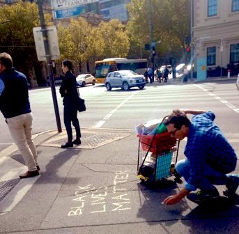 Lone dove #chalking is *very* difficult to legitimately object to, let alone suppress.  #FreeChalking = #FreeSpeech Join the #dots #Equality  #BlackLivesMatter #DemocracyOnTheStreets 🟣⚫️ https://t.co/JakY1qCesf