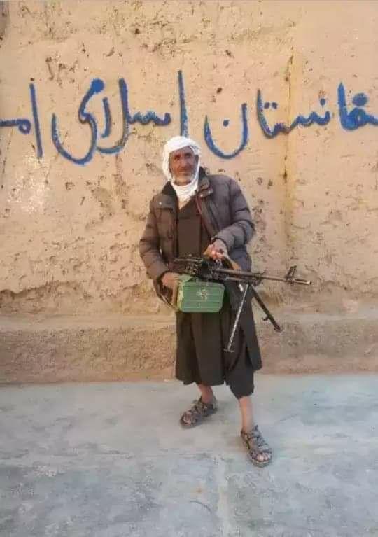یک تروریست مسلح امروز توسط نیروهای امنیتی در ولسوالی زنده جان ولایت هرات دستگیر...