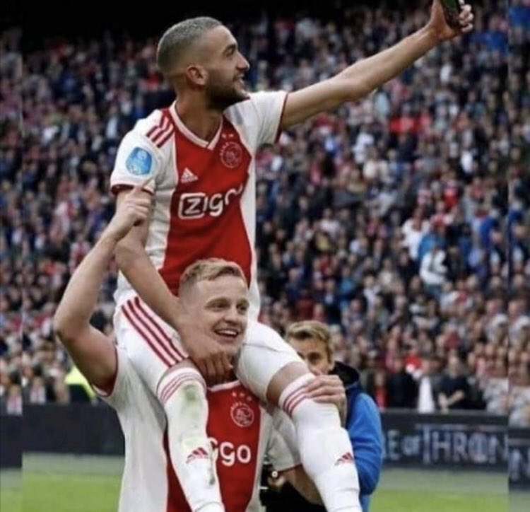RT @StokeyyG2: A random picture of Hakim Ziyech sitting on the bench https://t.co/NvII9XI3sW